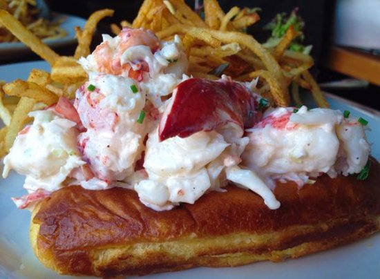 Kennebunk, Μέιν: The Famous Pearl Oyster Bar (& now Spat Oyster Cellar) Lobster Roll
