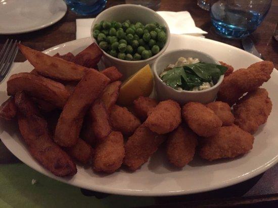 Levisham, UK: Scampi and chips