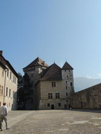 Musee Chateau d'Annecy: Il cortile interno del Castello