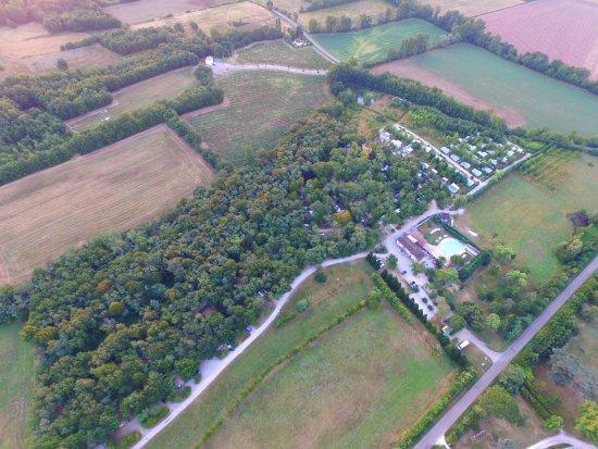 Castelnau-de-Montmiral, Γαλλία: Vue aérienne camping du chêne vert
