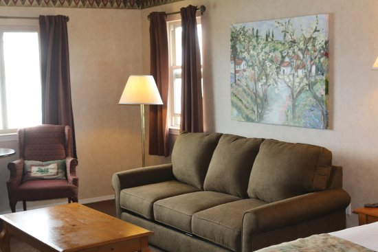 Baywood Park, CA: Full sofa bed in upstairs fireplace room.