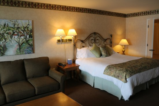 Baywood Park, CA: View of the largest upstairs fireplace room, Room 214, complete with king size bed & full sofa b