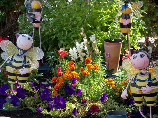 Vernon, Canadá: bee friendly garden
