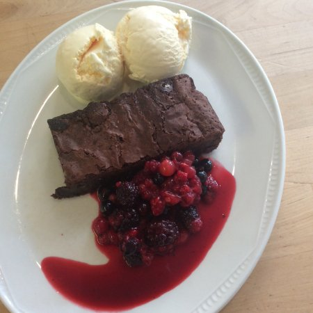 West Malling, UK: Gluten free chocolate brownie with ice cream and mixed berries.