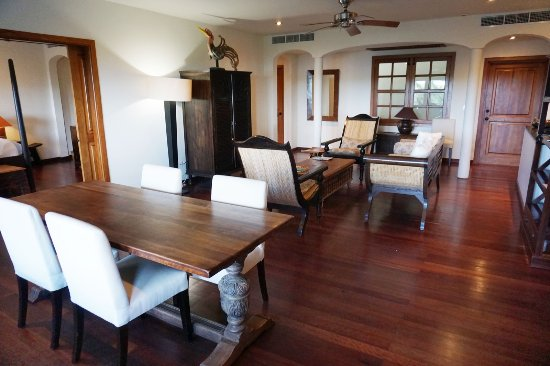 Freetown, Antigua: Suite living room and dining area