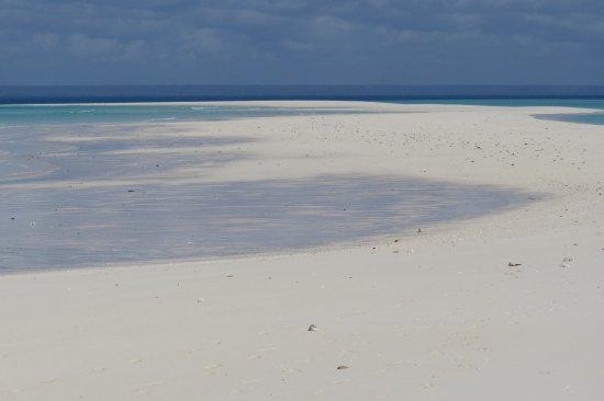Anantara Medjumbe Island Resort: Lingua di sabbia che compare durante la bassa marea