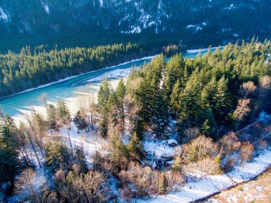 Lillooet, Kanada: Tsek Hot Springs and campground from above