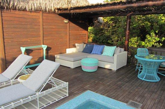 Quirimbas Archipelago, Mosambik: Patio con sdraio, divano, tavolo e piscina