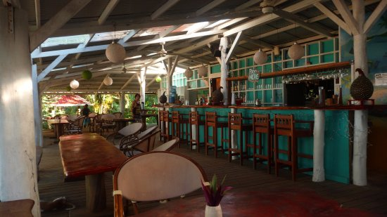 Playa Bluff Lodge: Our newly designed restaurant with open roof!