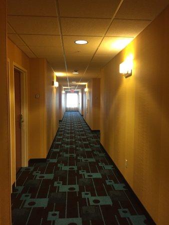 Fairfield Inn & Suites Wausau: loud color scheme