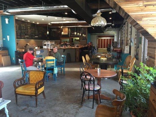 Marlinton, Batı Virjinya: Cool atmosphere to enjoy your meal.