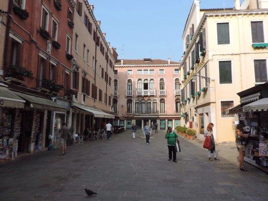 Lovely quiet retreat near Fundaco dei Tedeschi and Rialto