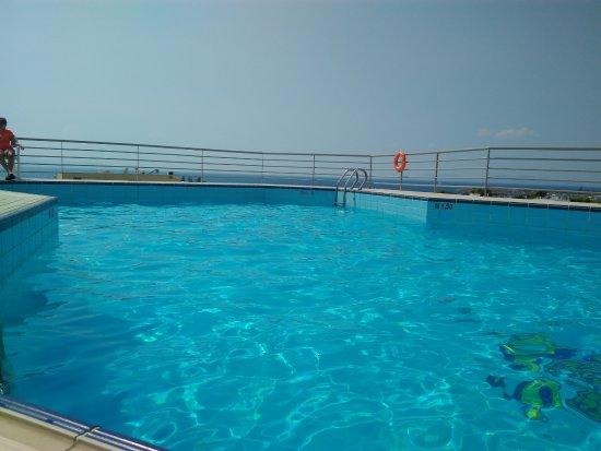 Emmantina Hotel: Top side pool