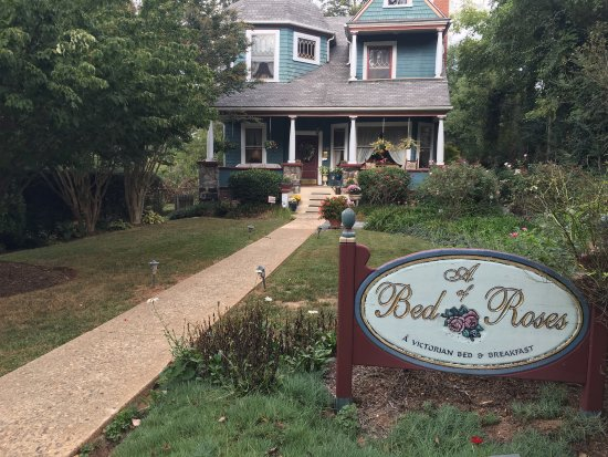 A Bed of Roses Bed & Breakfast: Enjoyed the time spent on the beautiful porch- just like home. So relaxing