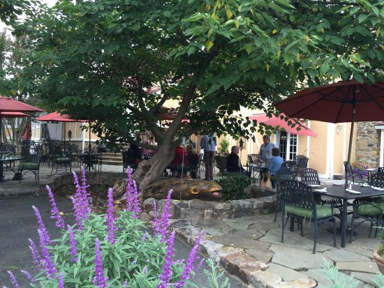 Upperville, VA: Tranquil patio and gardens