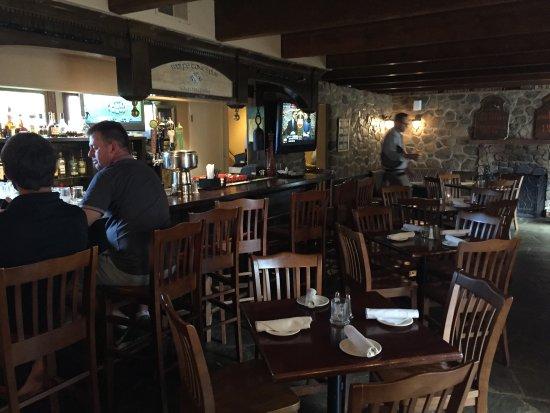 Upperville, Virginie : Classic pub interior.
