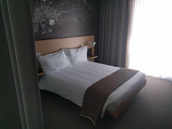 Ecublens, Swiss: bed