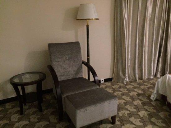 Luoyang Grand Hotel: ПРи желании и третьего гостя можно разместить на кресле-кушетке