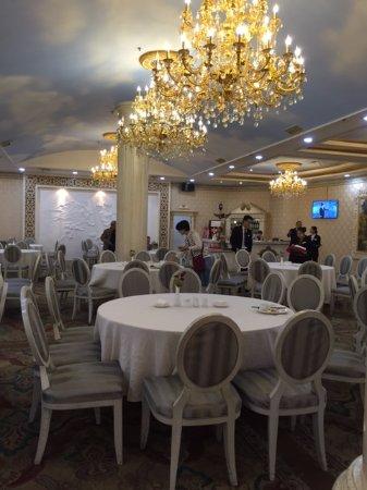 Luoyang Grand Hotel: Ресторан поразил дворцовым великолепием