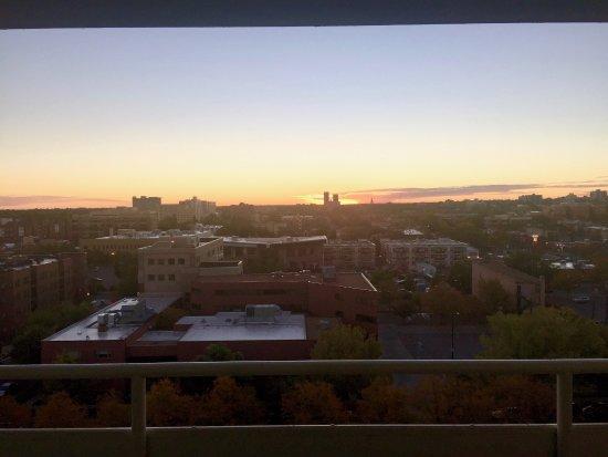 Warwick Denver Hotel: Sunrise from 11th floor.