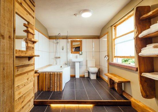 Kippen, UK: New Bathroom in Room 5
