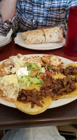 Luna's Mexican Restaurant: beef tacos