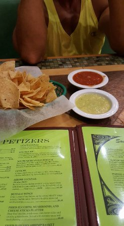 Luna's Mexican Restaurant: salsa and chips