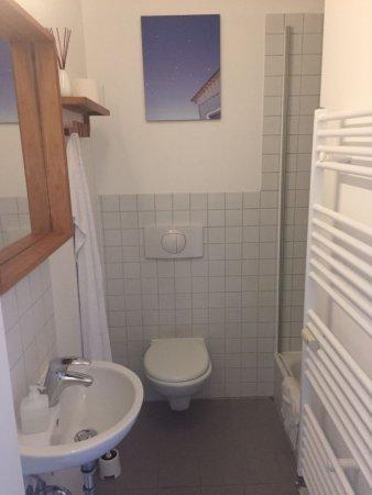 Pension Absolut Berlin: Een van de badkamers