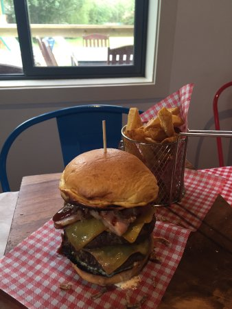 The Cider Shed: Deluxe burger