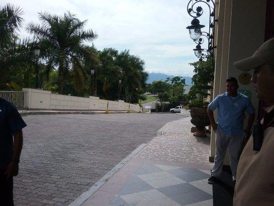Hotel Riu Vallarta: The front of hotel