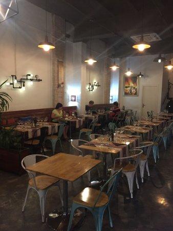 Province of Girona, Spanien: Schönes Restaurant und leckere Ribs vom Rind