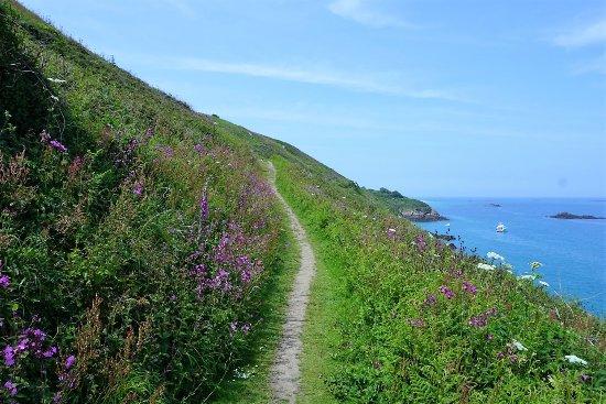 St. Pierre du Bois, UK: Beautiful cliff walks