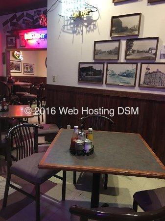Devils Lake, Dakota del Norte: Bar sitting Area