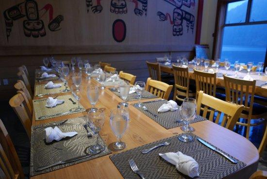 Klemtu, แคนาดา: Speisesaal im Hauptbereich der Lodge