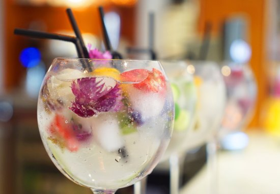 Cotswold House Hotel & Spa: Gin selection in Bistro on the Square