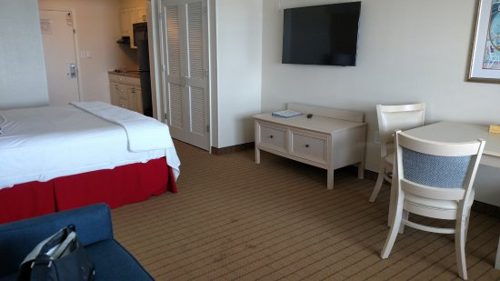 Dunes Manor Hotel & Suites: King suite in Suites building