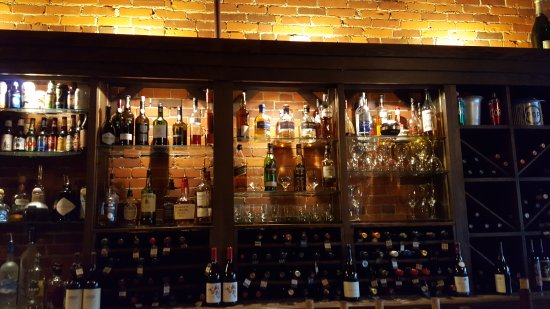 Willoughby, OH: Corks Wine Bar