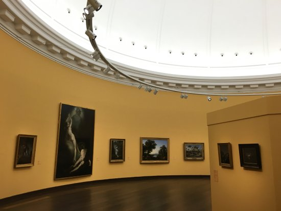 Hamburger Kunsthalle: An Interior Museum Space