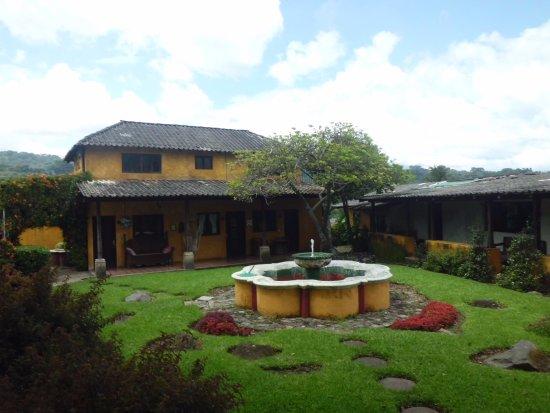 San Lucas Toliman, Guatemala: カントリー風の落ち着いた庭園