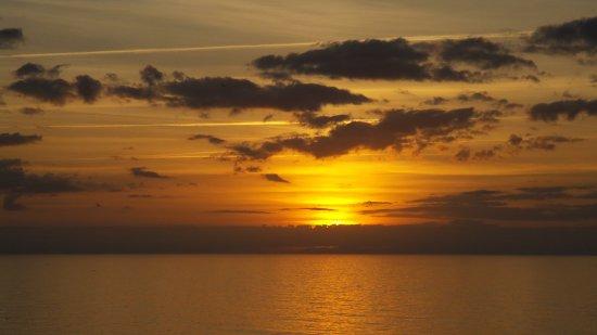 Beach Cove Resort: SUNRISE II