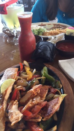 Bartlett, TN: Good service and large menu selection. Price is average compared to the growing list of Mexican