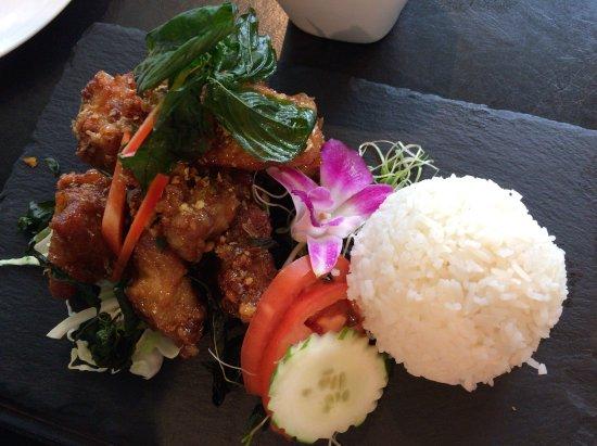 Noi Thai Cuisine: チキンの…