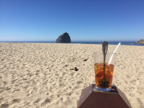 Pacific City, OR: Still had iced tea so got a chair and sat on the back row and enjoyed the views while I finished