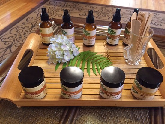 Makawao, Hawái: The products offered during our massage. Coco-butter cream and sprays.