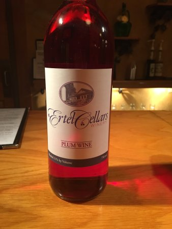 Batesville, IN: Great place - plum wine is the best!