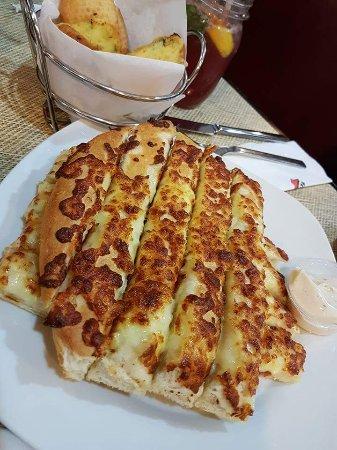 A Savier In Ramzan When Caravan Full Review Of Pizza Hut Doha