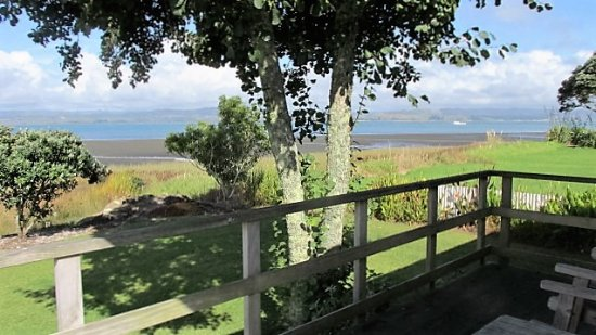 Kawhia, Nueva Zelanda: View from 2 bedroom motel, over the harbour.