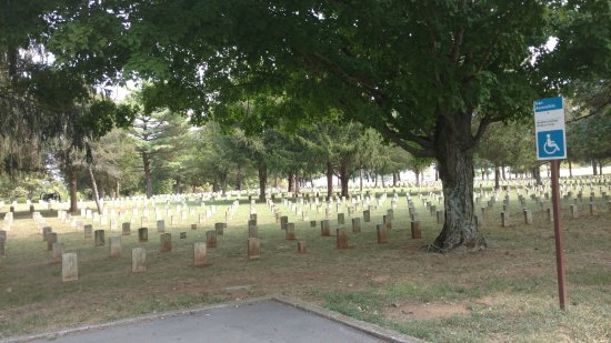 Stones River National Battlefield: The cemetery was very solemn by its size