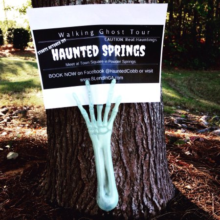 Powder Springs, GA: Haunted Springs ghost tour, REAL ghosts caught on camera!