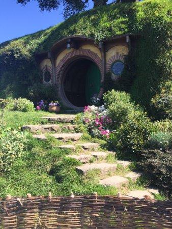 Hobbiton Movie Set Tours: Bilbo Baggins House